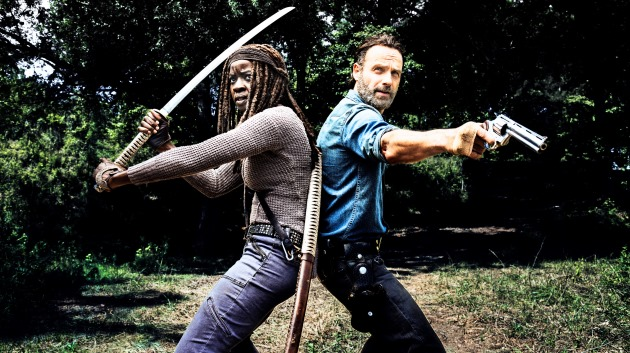 "Danai Gurira (l.) und Andrew Lincoln in ""The Walking Dead"""